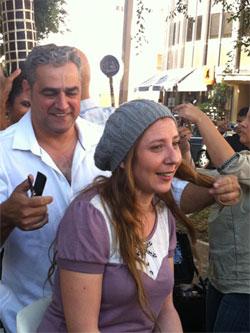 דורון פסקינו גוזר לליטל שוורץ-  צילום: לילי הינדי