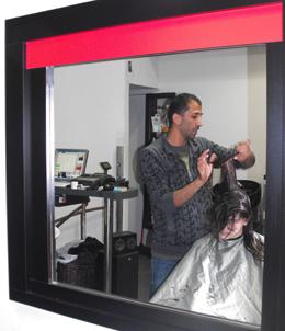 מעצב השיער אדום גל