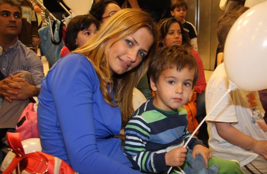 חג פורים לסלבס ולילדים - גלית פרבר  ובנה. צילום: אסף לב.