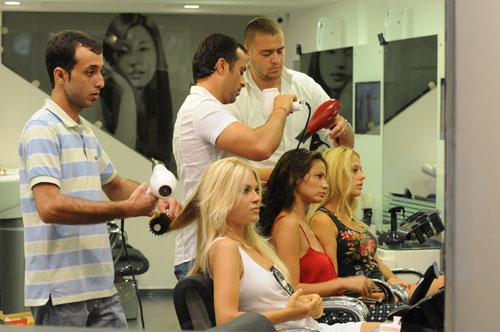 הבנות ביום פינוק אצל רוני חתוכה מעצב השיער