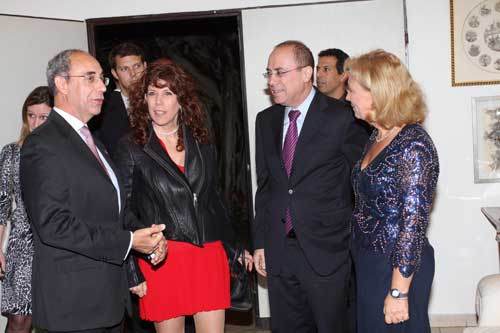 סילבן שלום ורעייתו ג'ודי עם שגריר איטליה לואיגי מטליו ורעייתו סטפניה