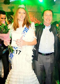 ישראל סביון והזוכה בנערת השנה של חיפה והצפון אירה ניקשין. צילום שאול בכר
