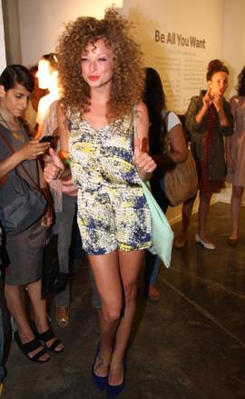 סלבס, בגדים ואמנות - יוליה פלוטקין פרזנטורית TWENTYFOURSEVEN. צילום: אסף לב.