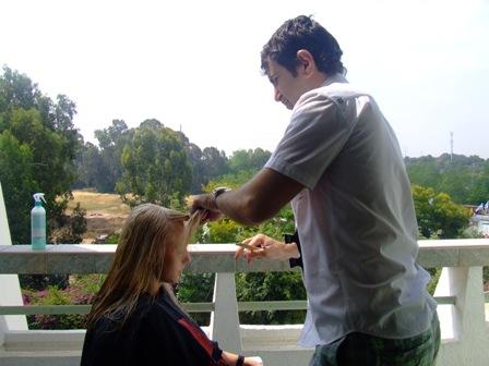 אמיר אליהו מעצב שיער במרפסת