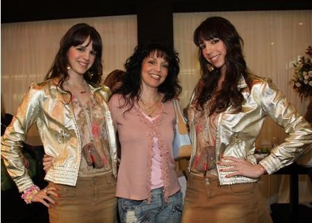 האחיות דאבל דא יחד עם אמן אוריאנה