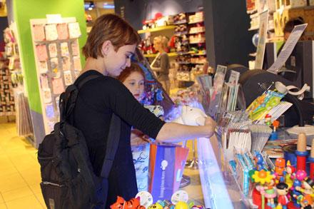 לוסי דובינצ'יק במסע קניות