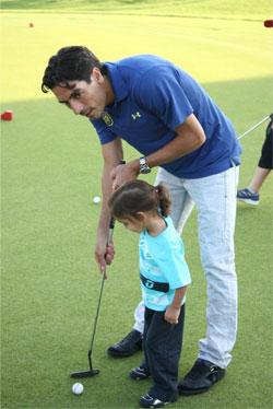 הכדורגלן יואב זיו במשחק גולף