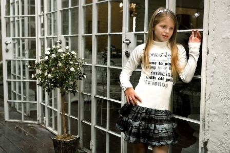 """אופנת """"SWEET GIRLSHOP"""" משיקה את קטלוג חורף 2009 ."""