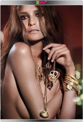 הדוגמנית היידי קלום מעצבת תכשיטים