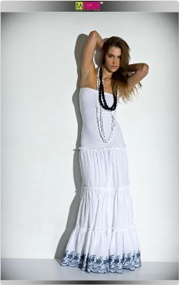 דפנה לוינסון - מבצע אופנת קיץ 2009. צילום: אלון שפרנסקי.