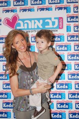 רונית יודקביץ' ובנה. צילום: ברק פכטר.
