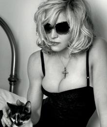 הזמרת מדונה מעצבת קולקצית משקפי שמש ל- DOLCE & GABBANA