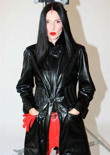 מיקה בשן - קולקציית בגדי עור חורף 2010-11