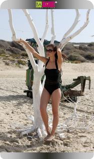 יבה דון מדגמנת לקטלוג בגדי ים 2009 של טורקיז