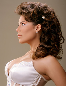 תסרוקות ומראות שיער לכלות 2010 - אנג'לה טטרו.