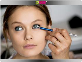 תמונה מספר 2 - עפרון עיניים בגוון טורקיז מלא חיים ובגוון אפור למשיחה לאורך קו המתאר של העין או בסיס הריסים