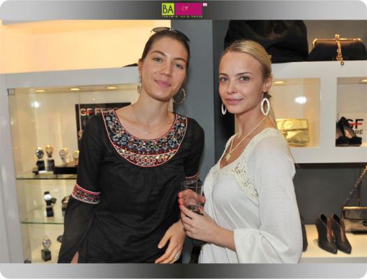ויקה פינקלשטיין וג'ני צ'רווני - סלבס בחנות אקססוריז