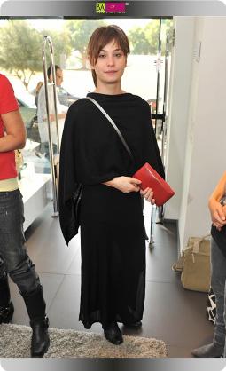 לוסי דובינצ'יק והפוני החדש - סלבס בחנות אקססוריז