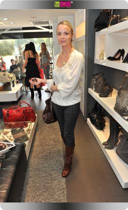 ויקה פינקלשטיין - סלבס בחנות אקססוריז