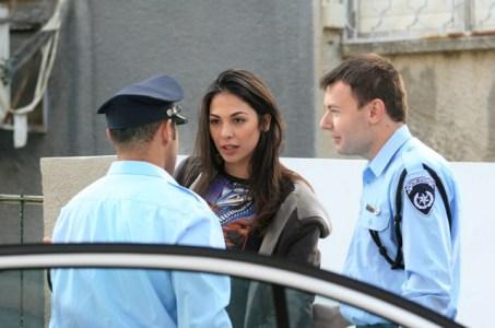 """מורן אטיאס נעצרת ע""""י המשטרה. צילום: סיון פרג'."""