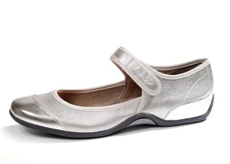 נעלי סניקרס מעוצבות לנשים