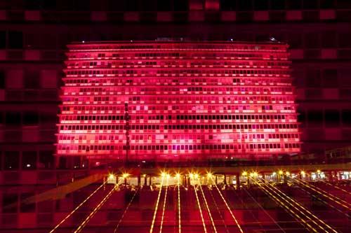 בניין עיריית תל אביב מואר בורוד- מיזם סרטן השד של אסתי לאודר