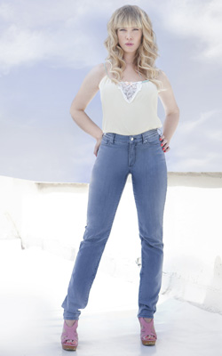 ג'ינס מחטב - NYDJ. צילום: גיא גלעד.