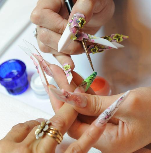 ציפורני סטילטו - Stiletto nails. באדיבות גלינה סטרנקו.
