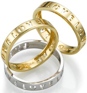 קונים זוג טבעות נישואים....