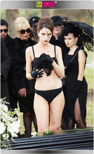 אלמנה בלבוש תחתון - מלי לוי.