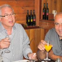 חברת 'גדעון קוסמטיקס' מרימים כוסית