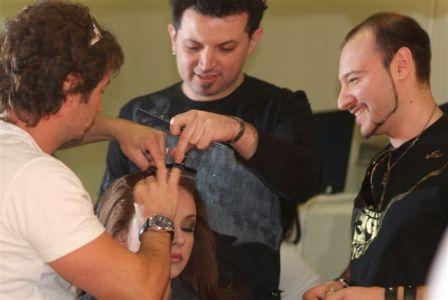 הייר קולג' נרתמים למאבק: עיצוב השיער בהפקת תמונת הפרומו למופע השיער