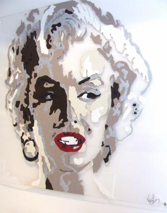 ורג'ני סיונס מציירת מרלין מונרו