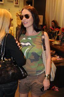 רשת האופנה רנואר, השיקה את קולקציית אביב קיץ 2008 באירוע שהתקיים בסניף רנואר בקניון עזריאלי.
