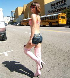 כרמן אלקטרה ומורן אלטמן ברחובות L.A