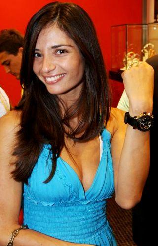 לימור אטיאס רוקדת עם שעונים
