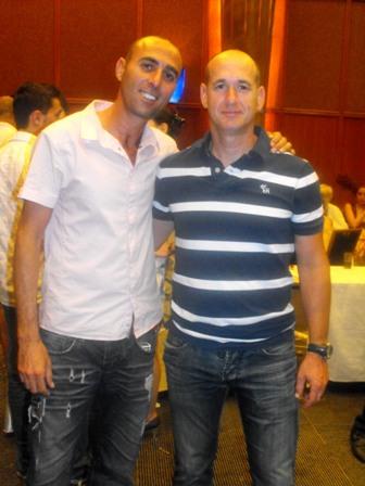 מנכל יוקו סיסטם עם יגאל ויצמן מספר 1 בהחלקה יפנית בישראל