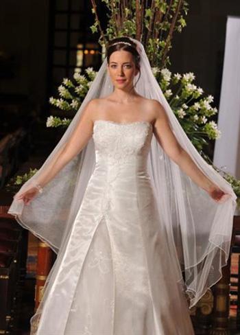מירב ארנון - מעצבת שמלות כלה בירושלים
