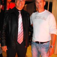 יגאל ויצמן עם גדעון כהן מחברת גדעון קוסמטיקס על גג העולם.