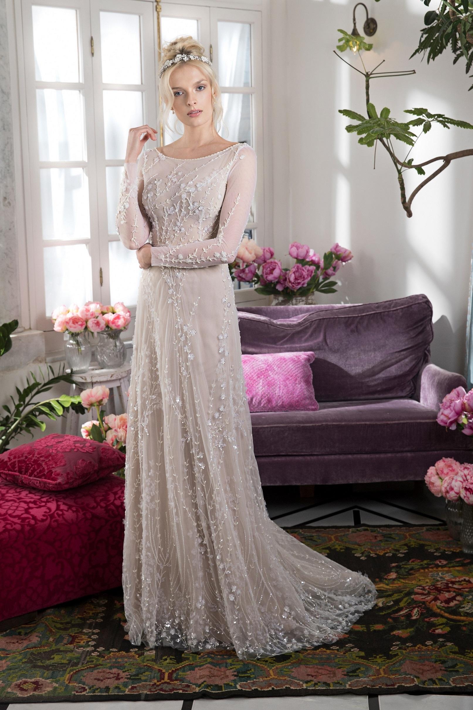 שמלה פרחונית עם תחרה תלת מיימדית של המעצבת אביטל ספורטה לבלוג כלות עם שיק, צלם שי יחזקאל