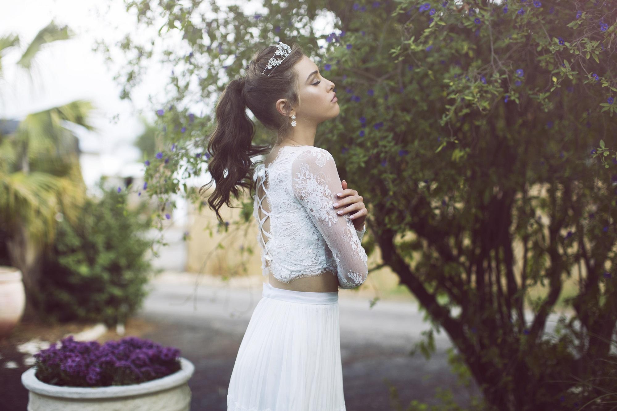 שמלת שני חלקים עם קשירות בגב של המעצבת חן חוה לבלוג כלות עם שיק, צלם רותם ברק