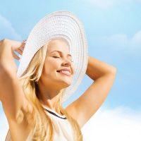 איך לטפל בנזקי שמש בעור הפנים?