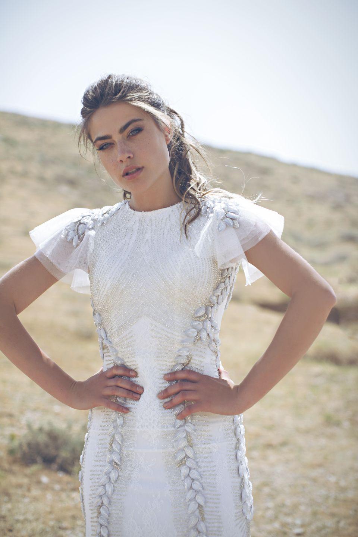 שמלה עם שרוולים מיוחדים, המעצבת מיה פוואה לבלוג כלות עם שיק, צלם רותם ברק