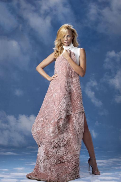 גלית גוטמן - שמיכה מחבקת. צילום מירי דוידוביץ