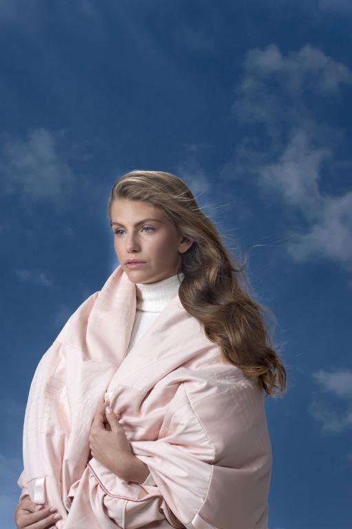 טיילור מלכוב - שמיכה מחבקת. צילום מירי דוידוביץ