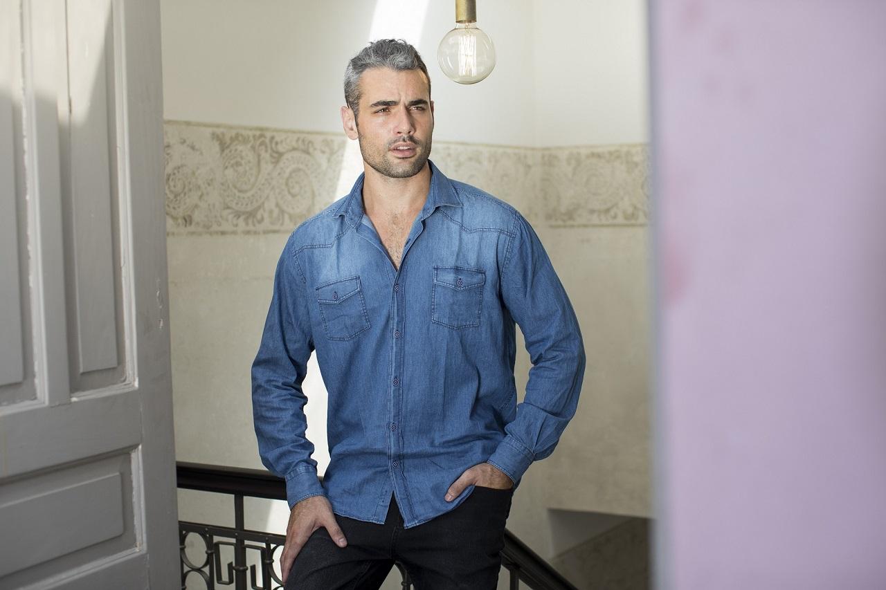 מתאים לי לגבר חולצת ג'ינס כחול קלאסי 179שח צילום אמיר יהל