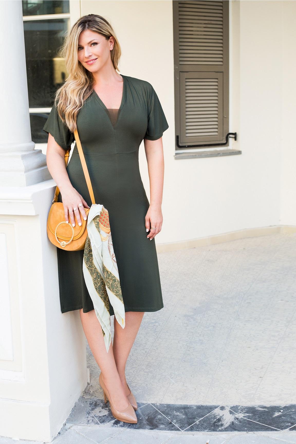 סנדרה רינגלר למתאים לי שמלה ירוקה מפתח וי 379שח צילום עמיר צוק
