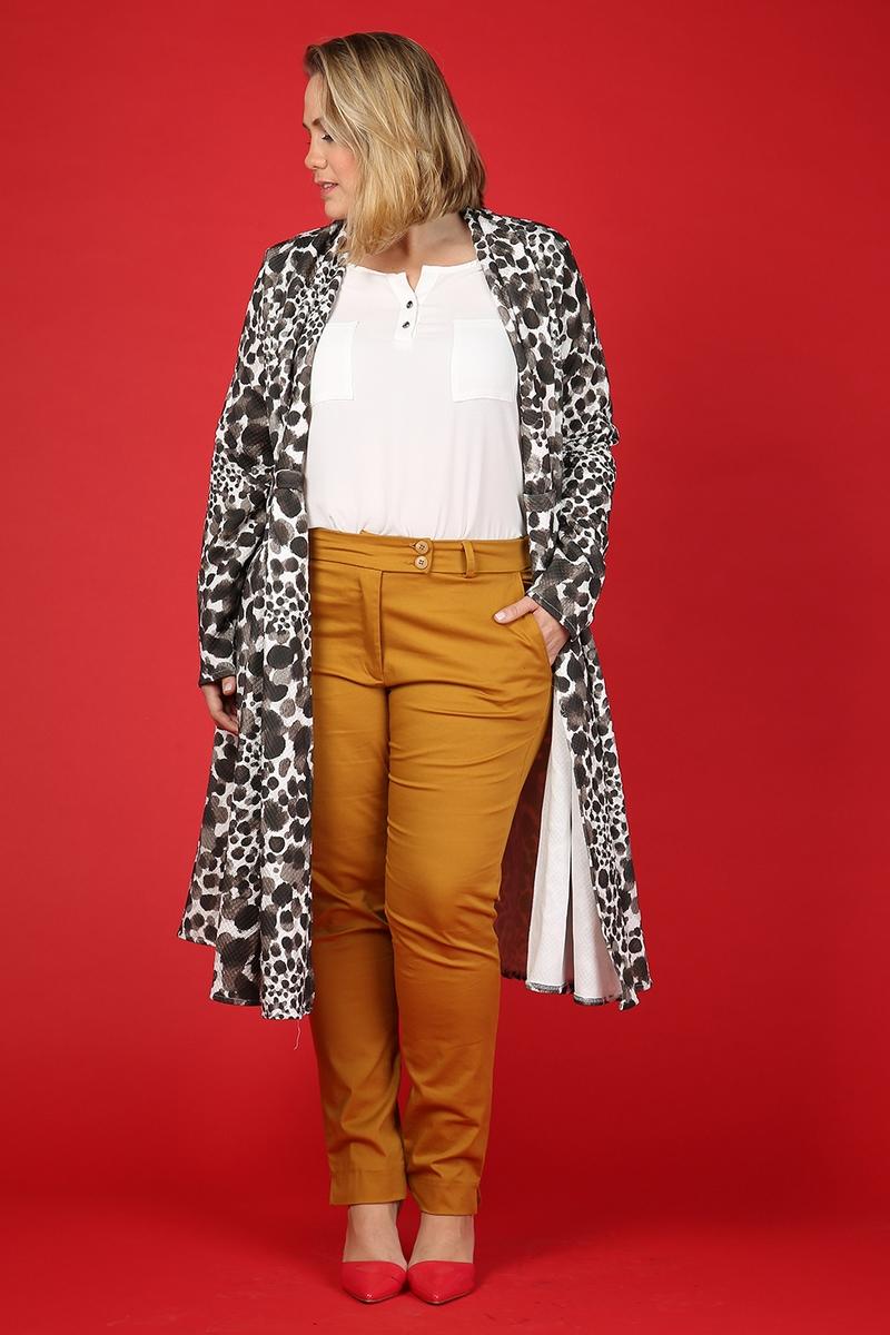 זקט 489 שח, חולצה 299 שח, מכנסיים 389 שח של בית האופנה הישראלי טליה להשיג באתר WWW.TALIA-STUDIO.COM צילום נעמי ים סוף