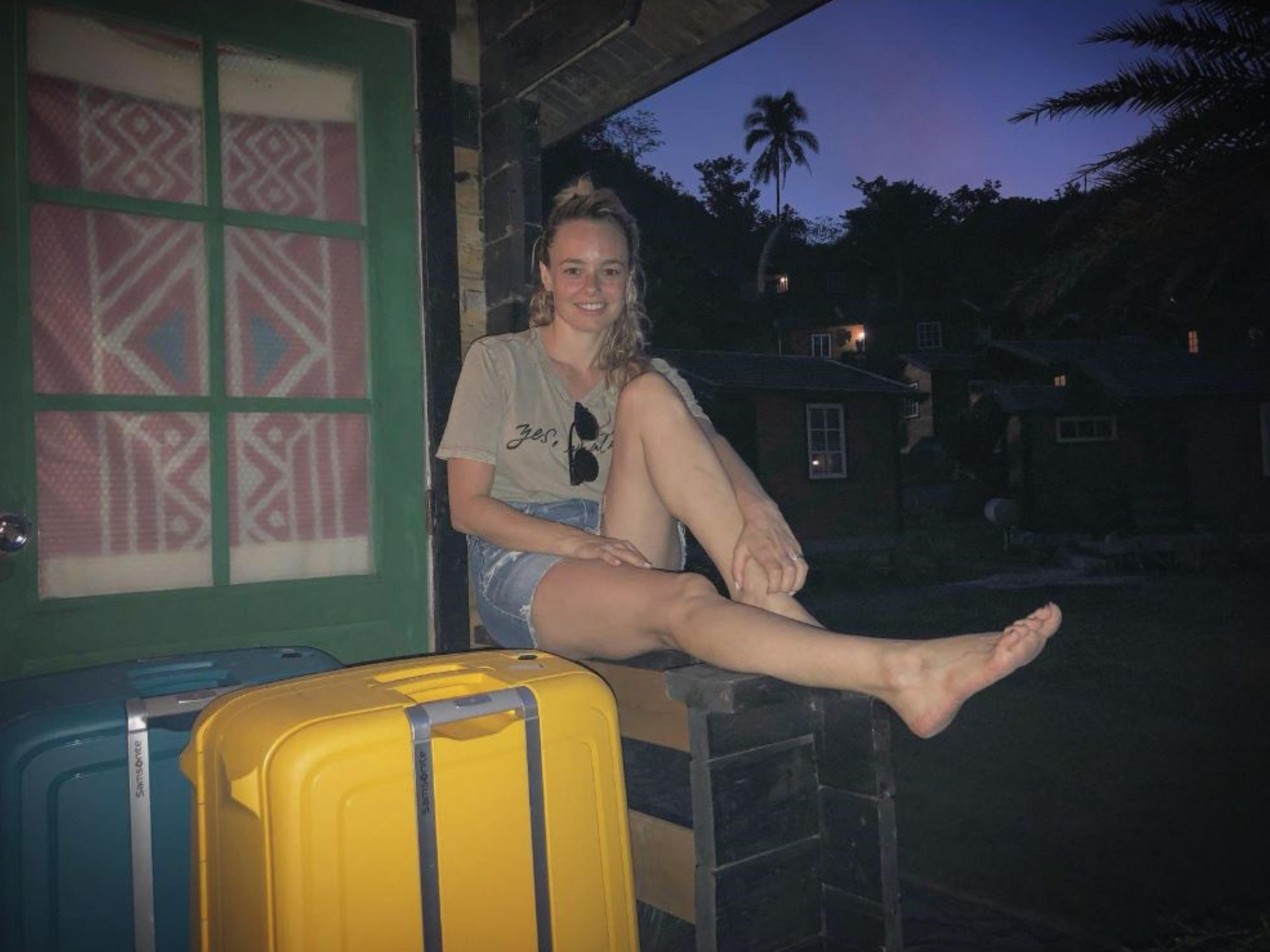 יעל בר זוהר מפתיעה את גיא זוארץ ואורזת איתה שלוש מזוודות סמסונייט צילום יחצ