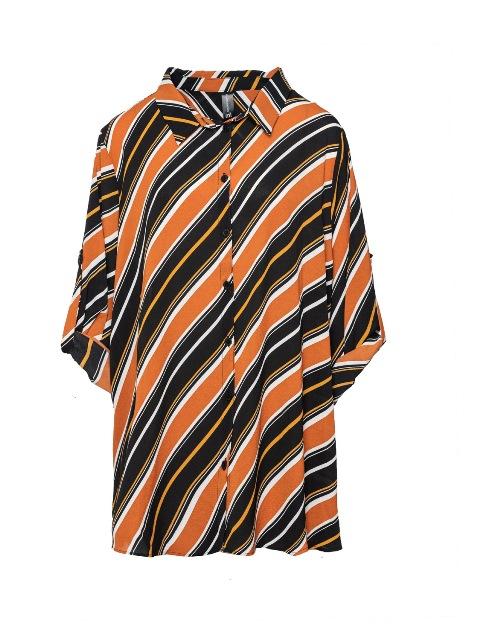 סנדרה רינגלר למתאים לי חולצת פסים אלכסונים כתום שחור צילום גלעד ב שליו